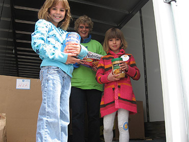 Children collecting food donations